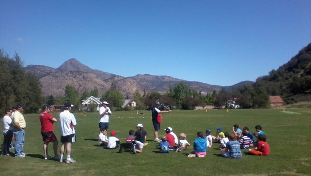 Tim Messner leads the first junior cricket session in Santiago. Photo: Daniel Boyle