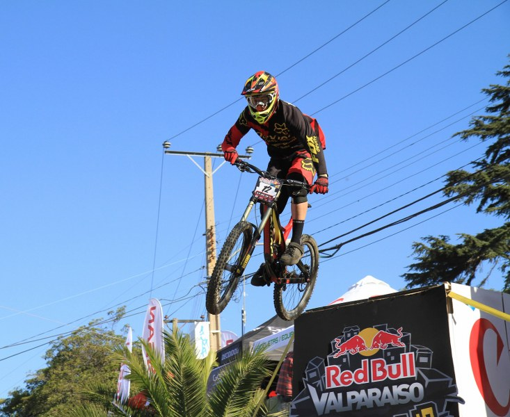 A jump during the Valpo Cerro Abajo. Photo: Vasilios Devletoglou