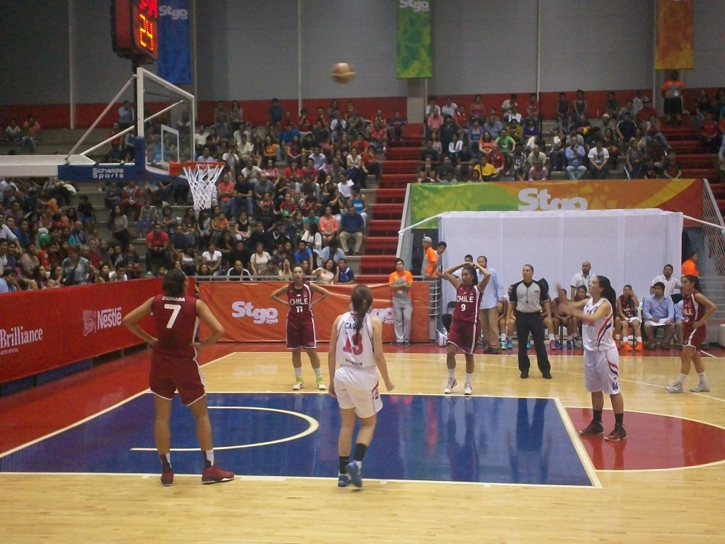 Paraguay´s Rocio Insfran shoots from the free throw line. Photo: John Lyons