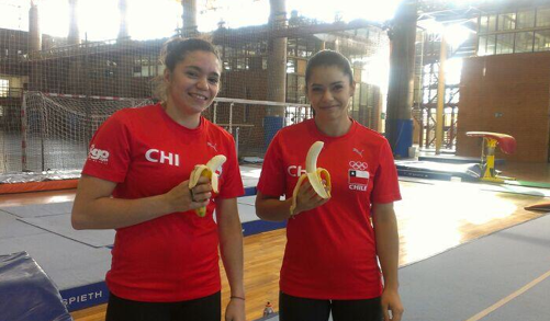 Simona and Martina Castro say no to racism. Photo: @martina_rocks/Twitter