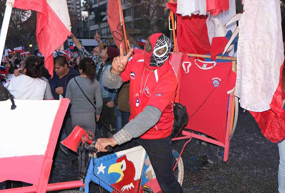 Plaza Italia came alive after Chile's victory. Photo: Vasilios Devletoglou