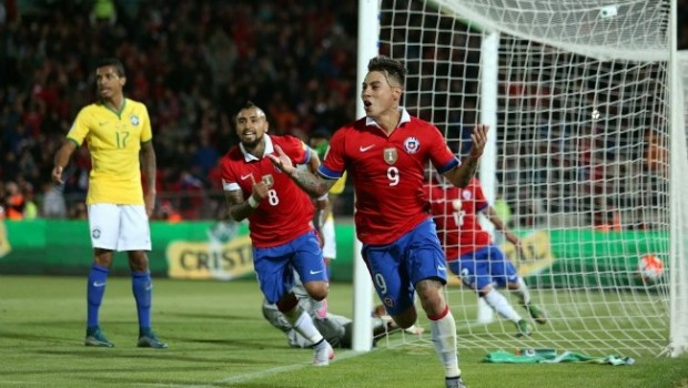 Eduardo Vargas scores for Chile. Photo: ANFP